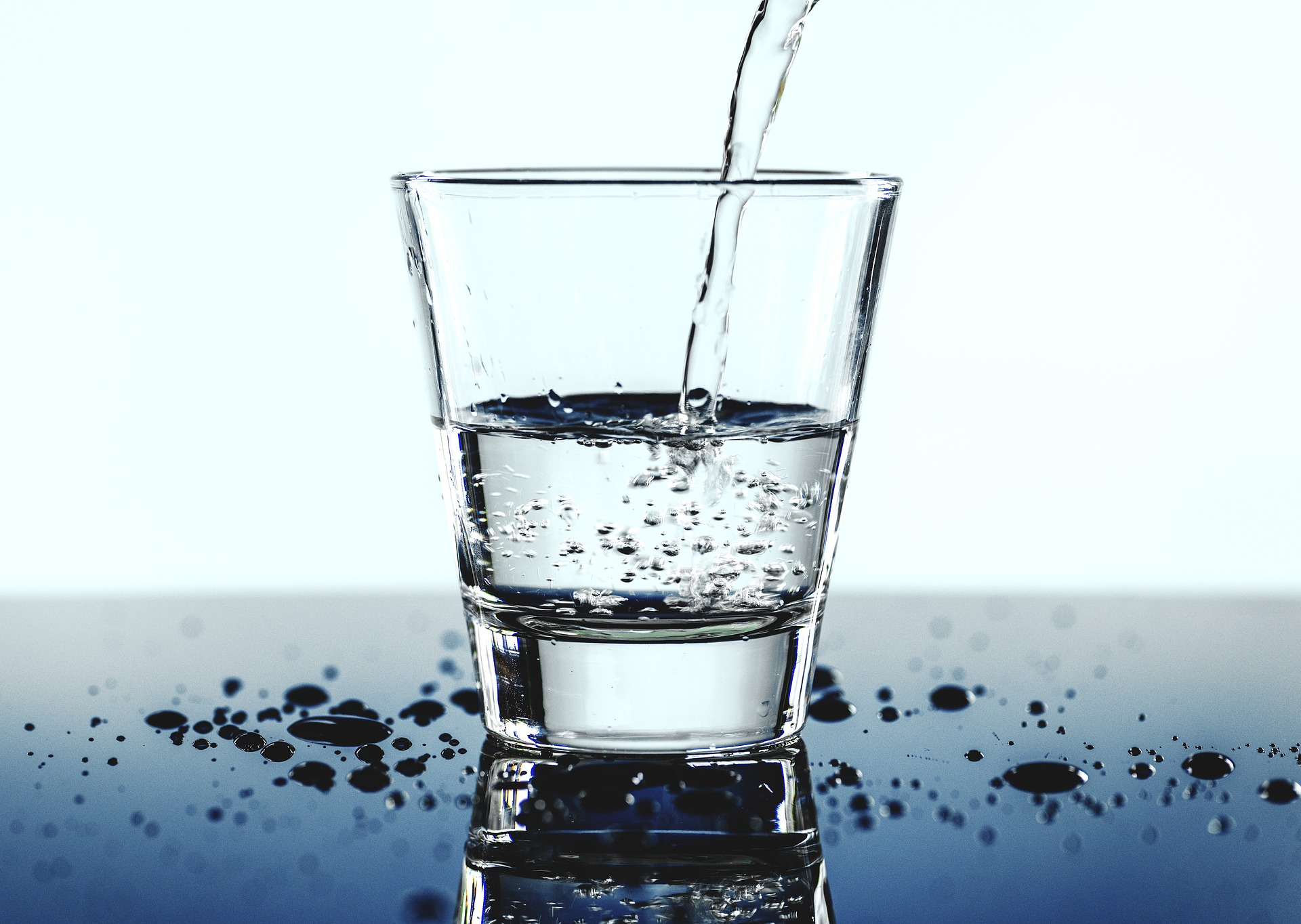 water hydration for contact lenses